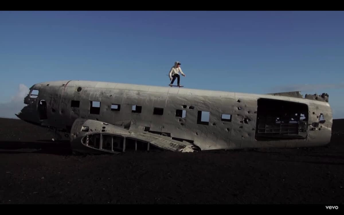 Justin Bieber skateboarding on Icelandic plane wreck in his video