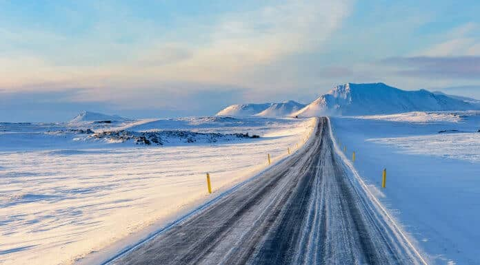 Iceland driving safety tips and advice snowy road