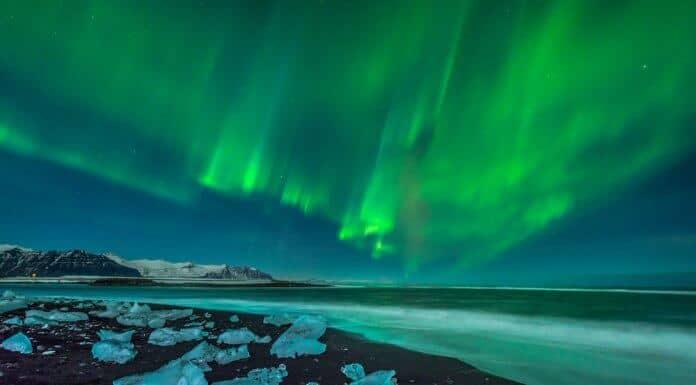 Iceland's Northern Lights at the Jökulsárlón glacier lagoon