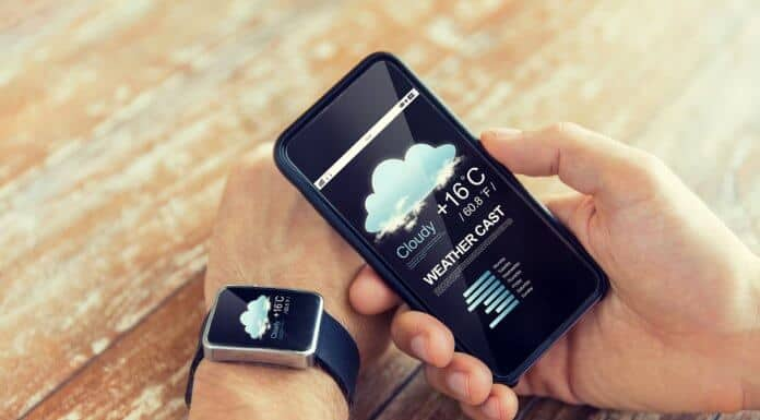 Iceland weather forecast on a smartphone and smartwatch