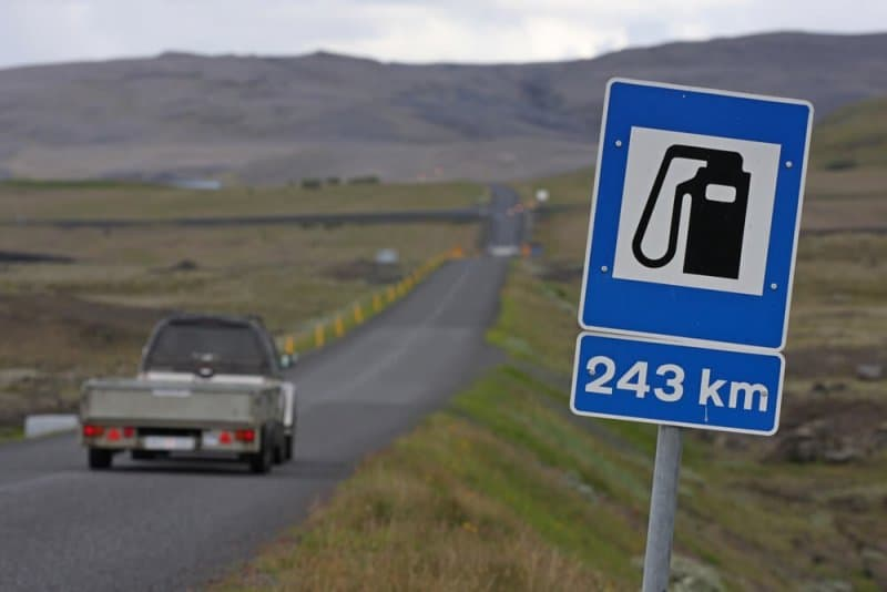 Icelandic sign of the nearest gas station