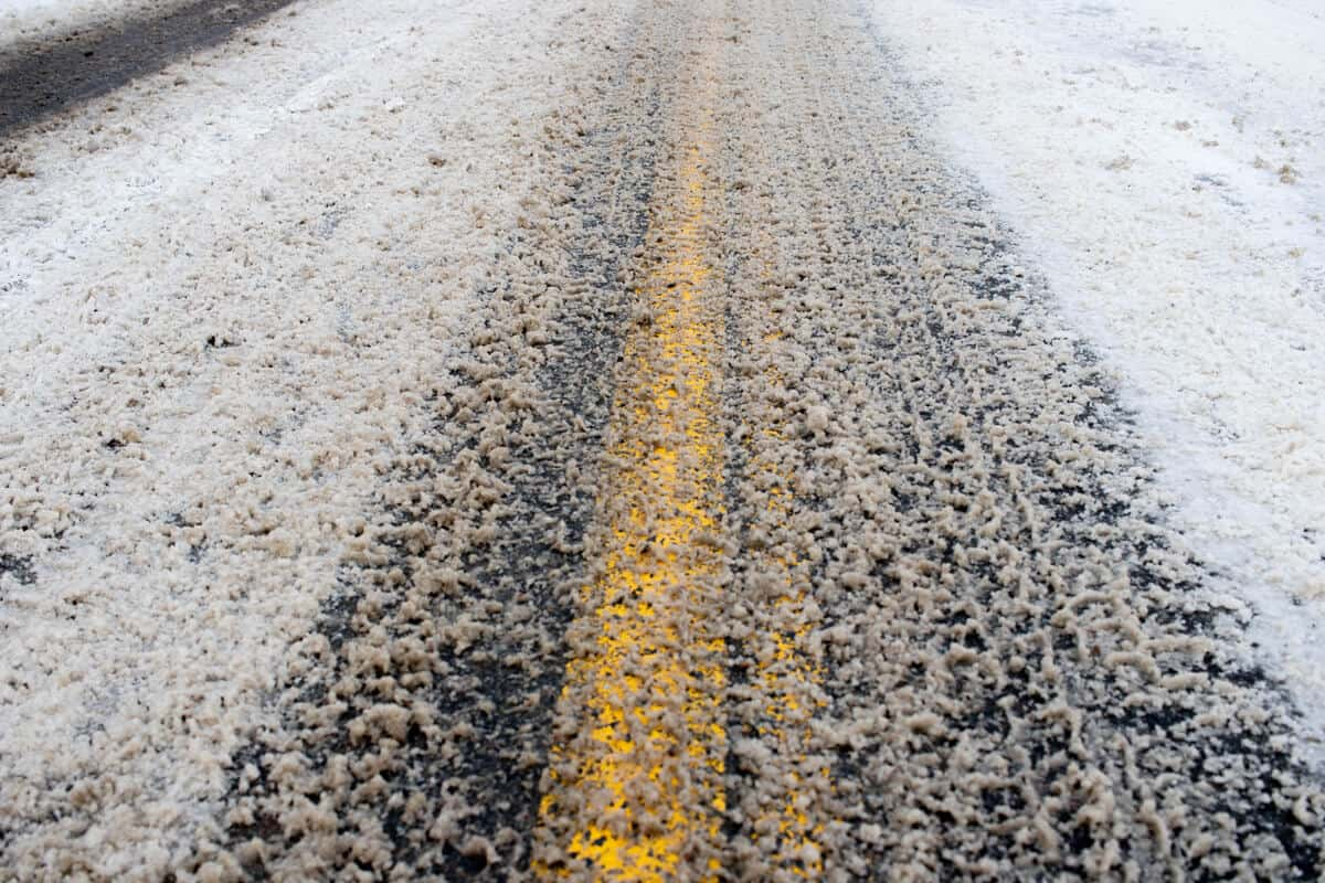 Iceland driving safety tips for icy roads
