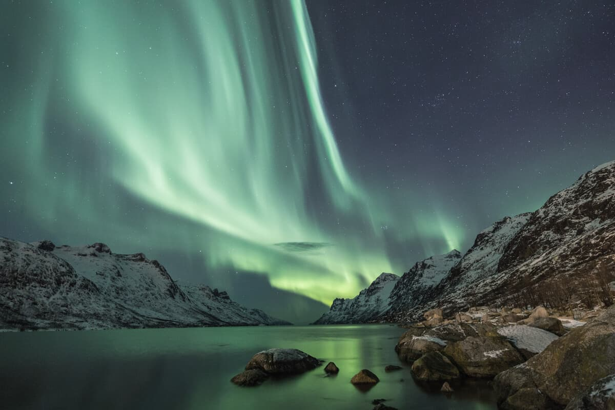 Iceland Northern Lights tour over the mountains