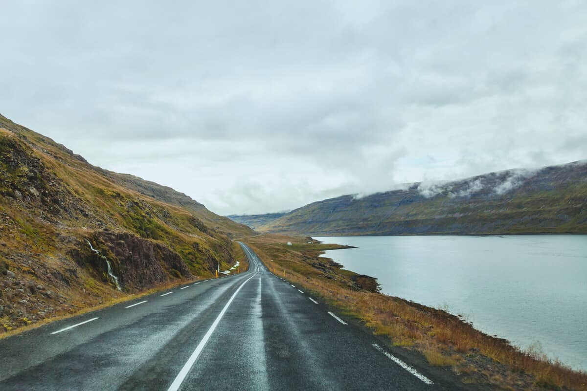 Roads when driving in Iceland in the fall